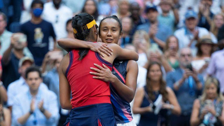 Fernandez and Raducanu hug after final us open